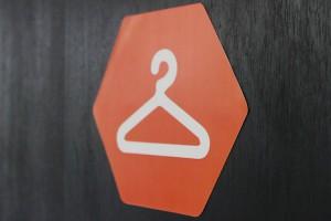 Foto del cartello del guardaroba all'interno di Campus Coworking Milano